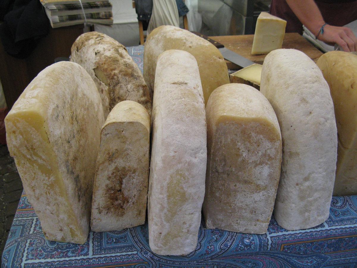 Tome di pecora brigasca Cheese